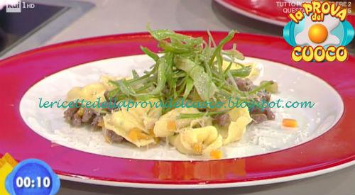 Tortellini di robiola e pomodori secchi con ragù bianco ricetta Improta da Prova del Cuoco