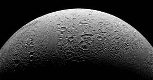Enceladus diketahui mengandung hampir semua bahan untuk mendukung suatu kehidupan.