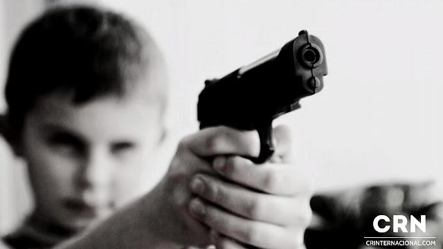 Niño de 2 años le disparó a su padres mientras dormían