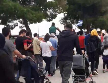 Διαμαρτυρία των προσφύγων στο Πόρτο Χέλι για τις συνθηκες διαβίωσης (βίντεο)