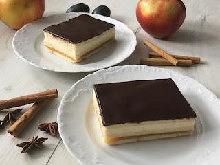 Ciasto z mascarpone i jabłek polane czekoladą
