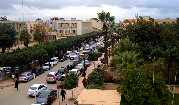 مداخلها بدون مجسمات أو معالم ..  الشلف مدينة تعاني من التشوه العمراني