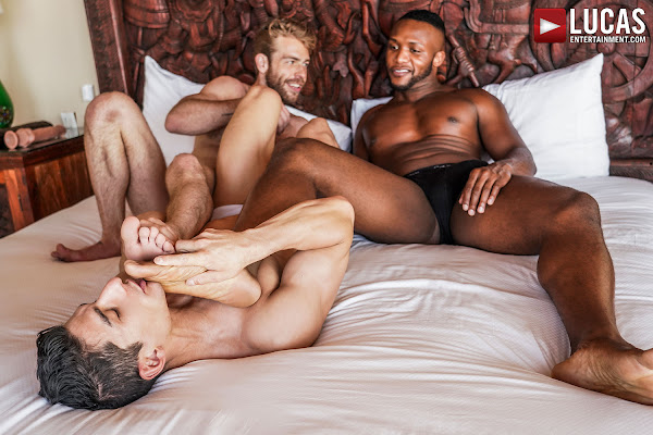 #LucasEntertainment - JIM FIT TAKES DOUBLE PENETRATION FROM ANDRE DONOVAN AND GABRIEL PHOENIX