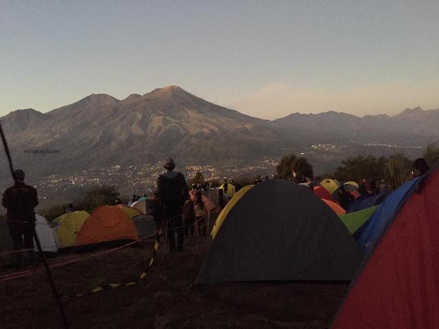 Pemandangan Pagi di Puncak Bayangan Gunung Penanggungan