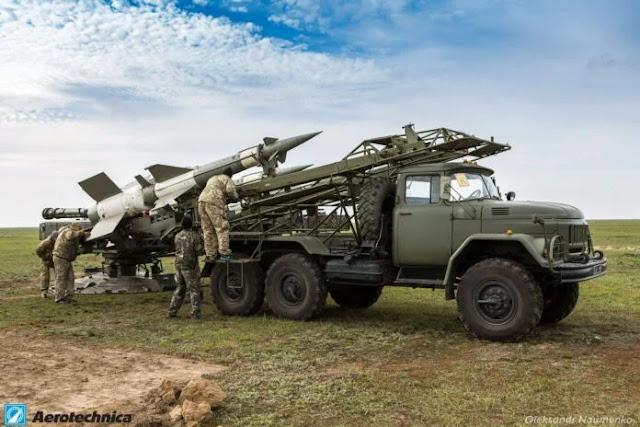 Ukraina tên lửa S-125 trên xe ZIL