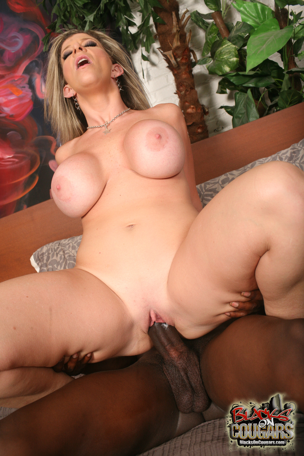 Hot Asian Babe Nailed By Two Guy An