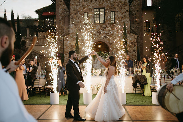 bride and groom introduction with cold sparks