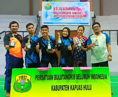 Luar Biasa, SMAN 1 Putussibau Borong Piala Kejuaraan Bulutangkis Junior se-Kapuas Hulu
