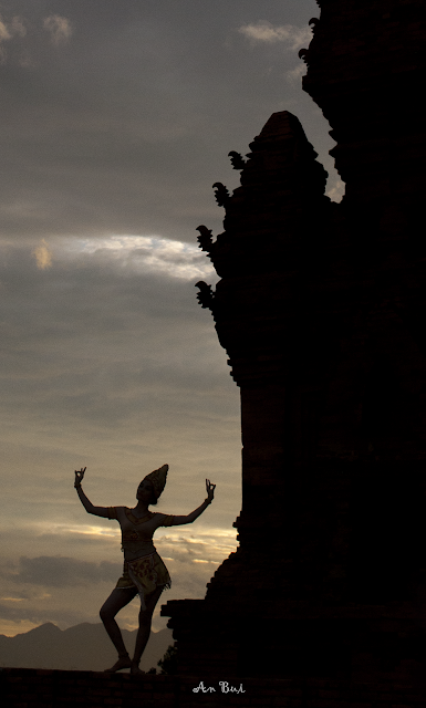 Apsara dance in Cham Tower