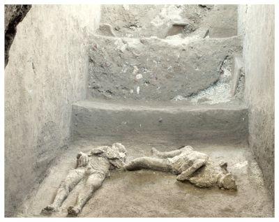 2 cuerpos desenterrados en antigua ciudad italiana de Pompeya