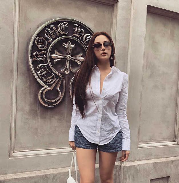 Street style hot mom Việt: Ngọc Mon mặc đơn giản nhưng lại nổi bật nhất nhờ sự xuất hiện của 1 nhân vật
