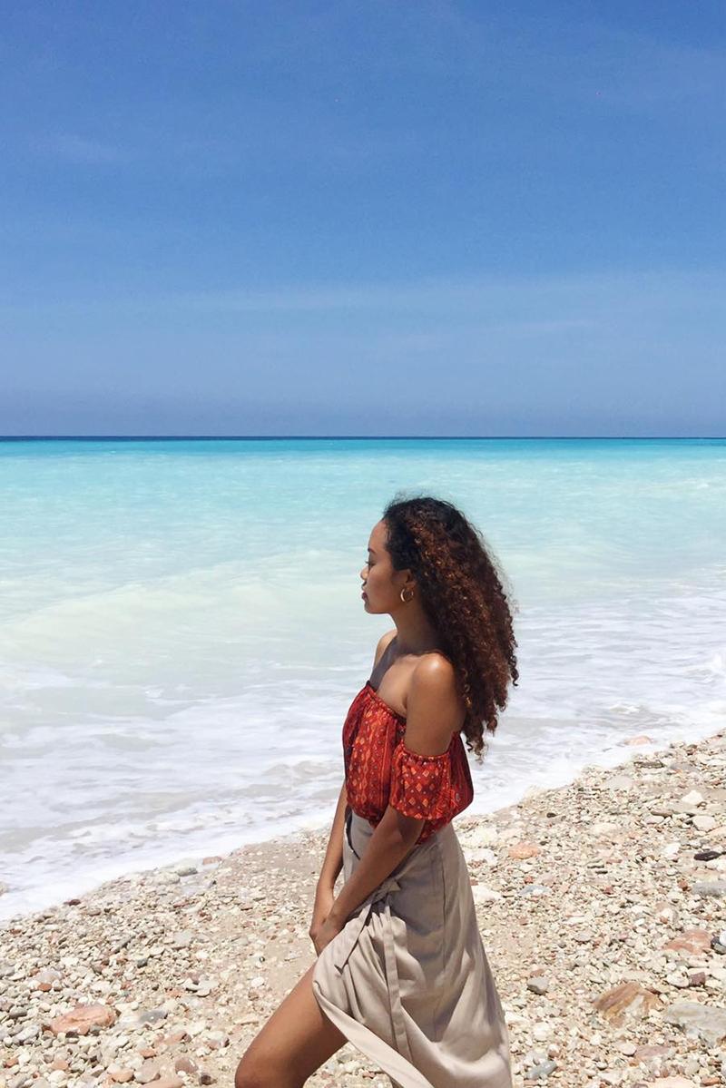 Gaya foto di Pantai cewek manis