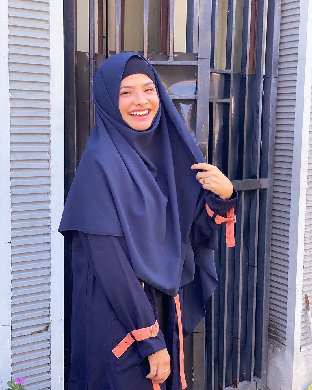 Sara Fajira 10