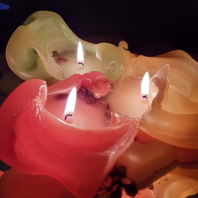 syksyn värikkäät kynttilät
