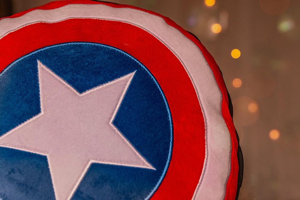 poduszka tarcza kapitan ameryka gadżety marvela