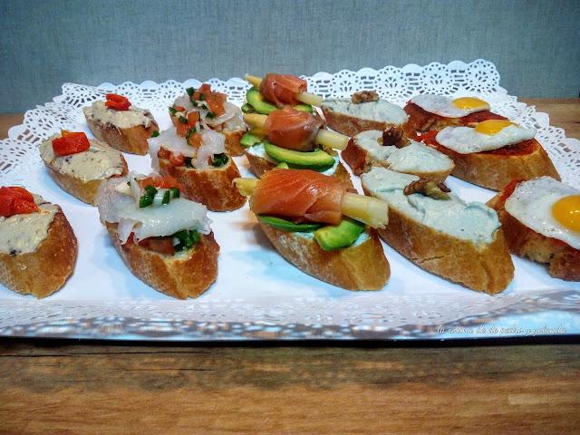 Montaditos canap s y tostas combinaciones para todos los for Canapes sencillos y rapidos