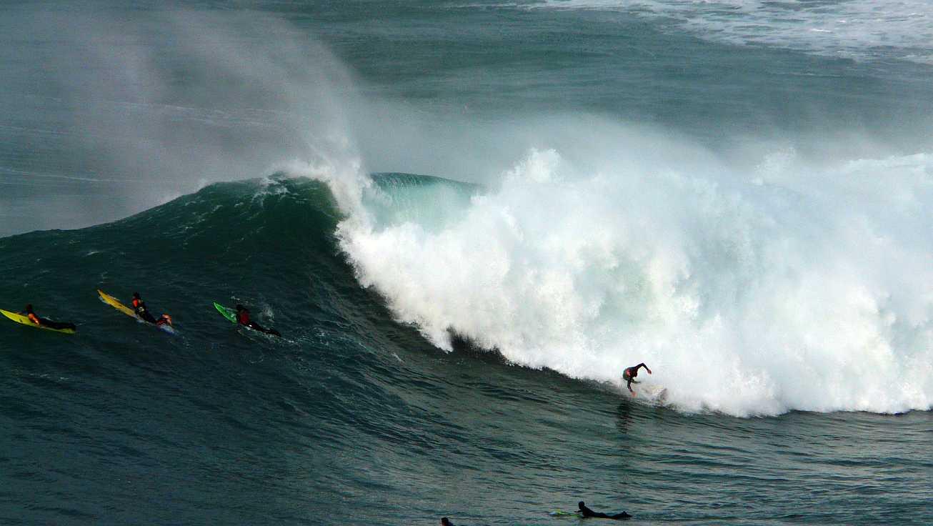 surf menakoz diciembre 2015 olas grandes 21