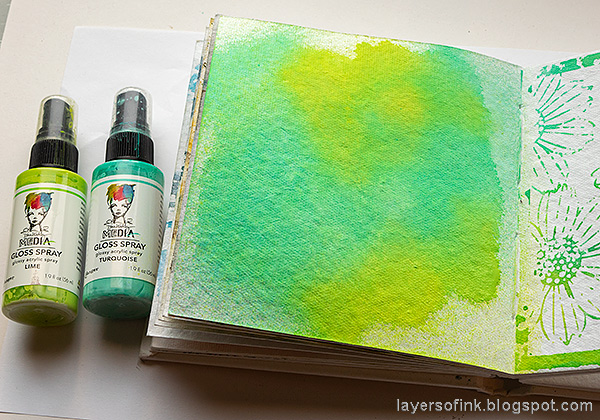 Layers of ink - Mixed Media Bird Art Journal Tutorial by Anna-Karin Evaldsson. Color the page with mists.