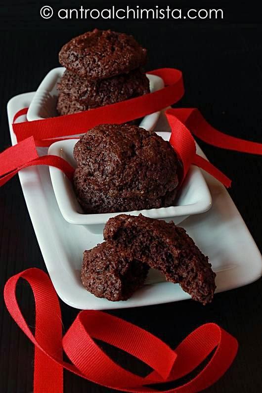 Biscotti alla panna montata con cacao, rum e cocco