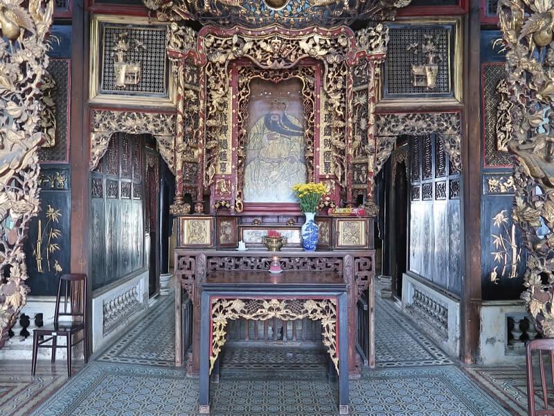 Bên trong nhà cổ Huỳnh Thủy Lê