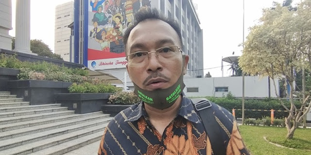 Gerakan Nasional Wakaf Uang, Iwan Sumule: Negara Bangkrut?
