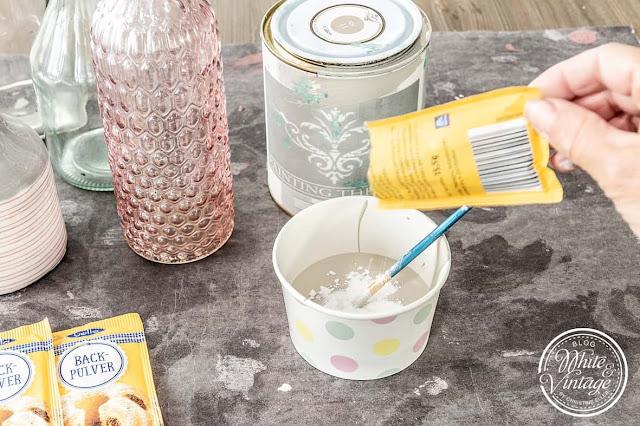 DIY-Vase im Terracotta-Look mit Farbe und Backpulver