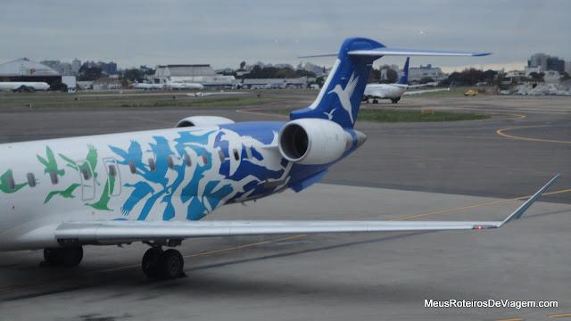 Bombardier CRJ900 da Pluna no aeroporto de Porto Alegre