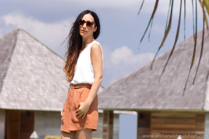 Blogger influencer valenciana con idea outfit para viaje a Maldivas