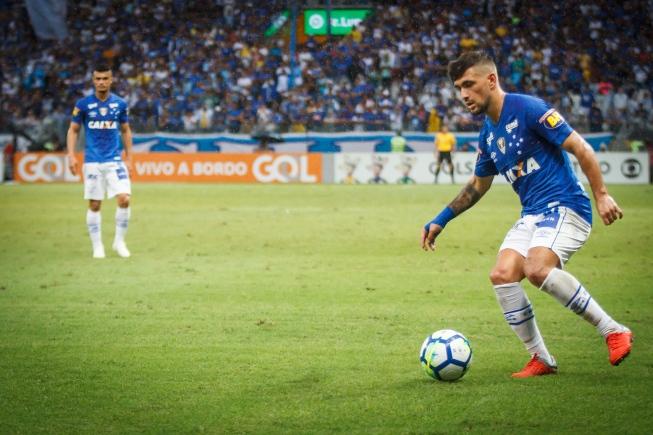 Cruzeiro é condenado pela Fifa por dívida de Arrascaeta; clube vai recorrer da decisão