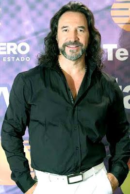 Foto de Marco Antonio Solis sonriendo