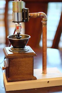 銅管でモーターを固定