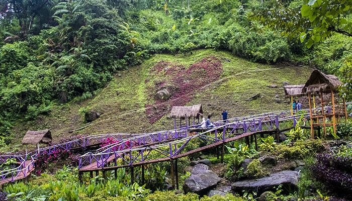 Keindahan Taman Aneka Warna di Srambang Park