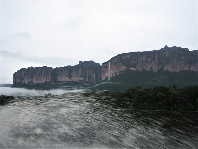 Canaima saltos de agua en los tepuyes