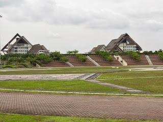 Foto 10: Dataran Mahkota dan bangunan pejabat