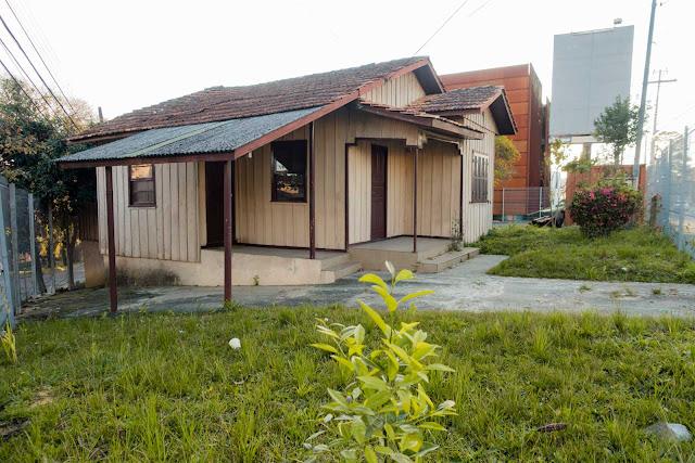 Casa de madeira na Jerônimo Durski