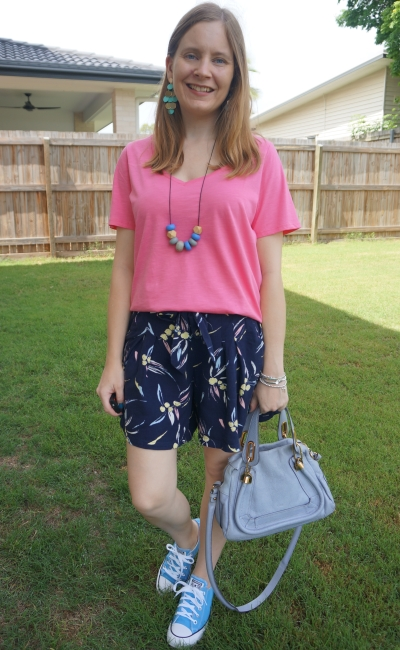 pink tee navy printed culottes converse and small paraty bag new years day outfit | away from blue