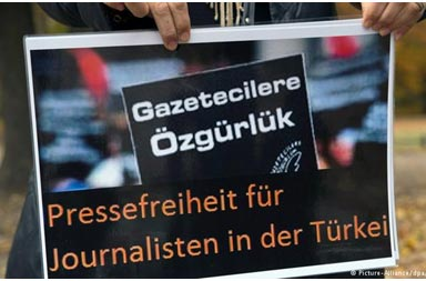 Yandaş basın doğruları halka sunmazken ülkeye zarar vermektedir