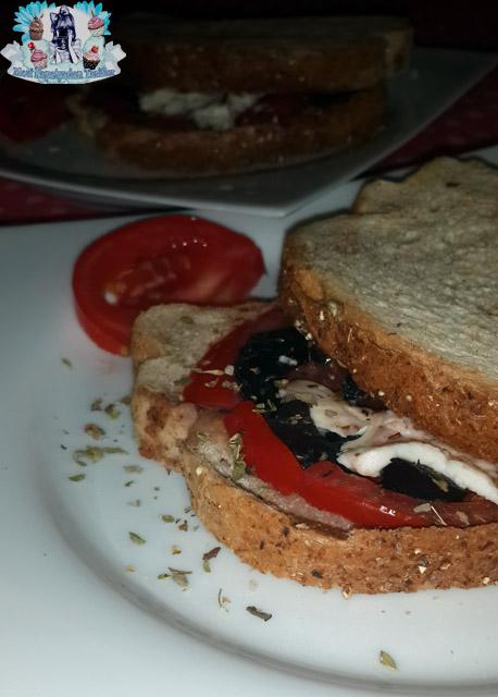 zeytinli kekikli diyet tost, diyet tost, sağlıklı tost, diyet tarifleri
