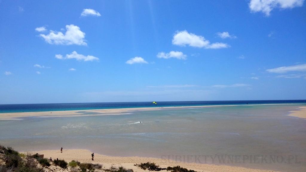 Wyspy Kanaryjskie Fuerteventura Plaża zalewana wodą podczas przypływów