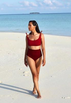 Caterina Balivo bikini bordeaux alle Maldive