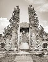 Keunikan-Sejarah-Rumah-Adat-Gapura-Candi-Bentar-Provinsi-Bali