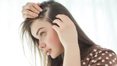 Hentikan rambut rontok yang disebabkan oleh tiroid secara alami dengan 6 tips ini