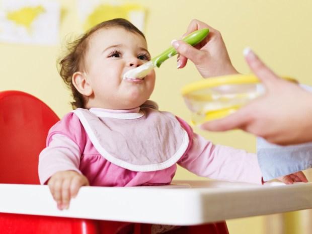 كيف تغذي طفلك في الشهر السادس