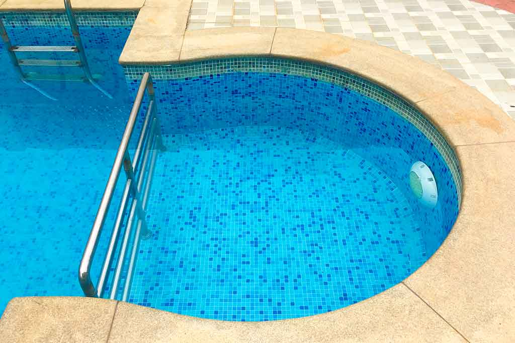 beach house in ecr with kids swimming pool