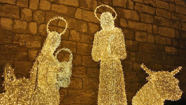 Belen de luz en la muralla del Alcazar de Sevilla