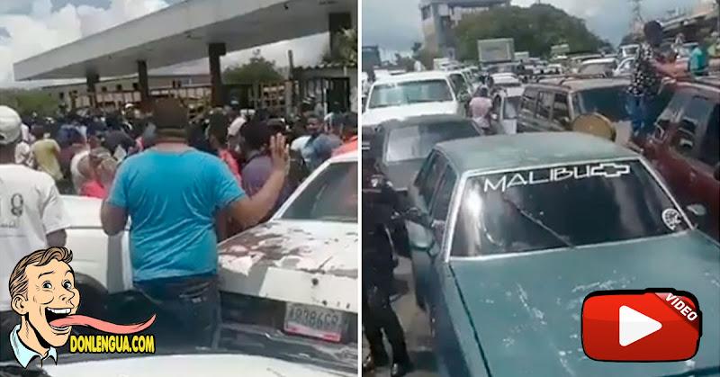 Caos en la cola para la gasolina en Valencia por escasez