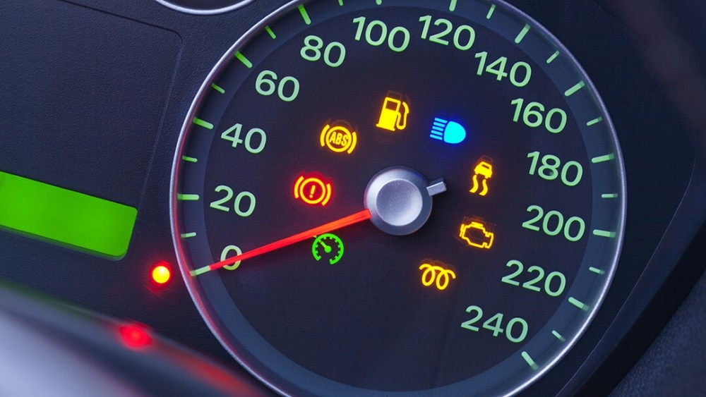 Trợ lý ảo trên ô tô đưa ra những cảnh báo cho người dùng