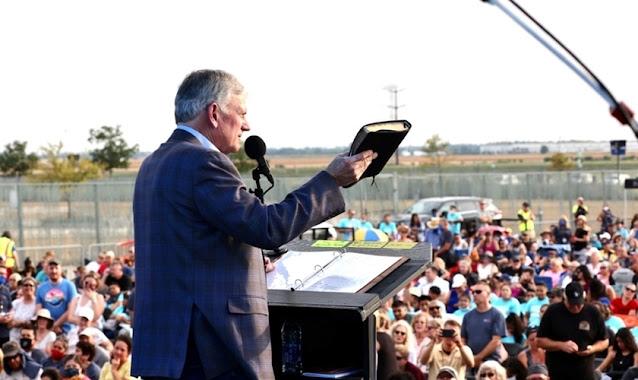 Cerca de 5 mil pessoas recebem Jesus durante turnê evangelística de Franklin Graham