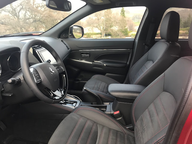Front seats in 2020 Mitsubishi Outlander Sport 2.4 GT AWC