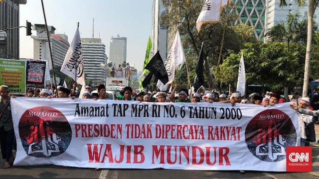 Lucunya Demo Mujahid 212, Bawa Spanduk TAP MPR yang Tidak Nyambung